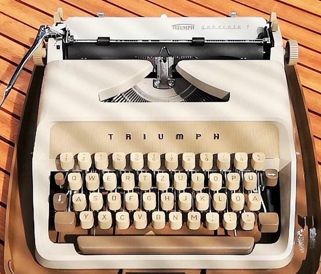 Gabriele 1 Triumph typewriter Schreibmaschine